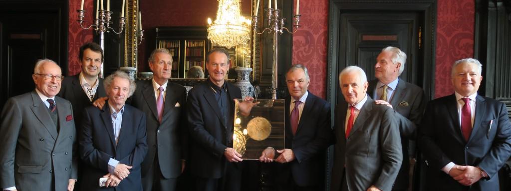 Photo 3_A. Borschberg, J. Durry, P. Werner, G. Feldzer, L.E. Le Lay, B. Molinas et les membres de l'Académie